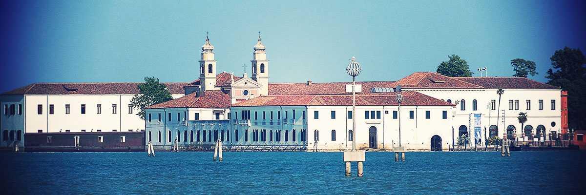 The Island of San Servolo seen from the lagoon (Didier Descouens)